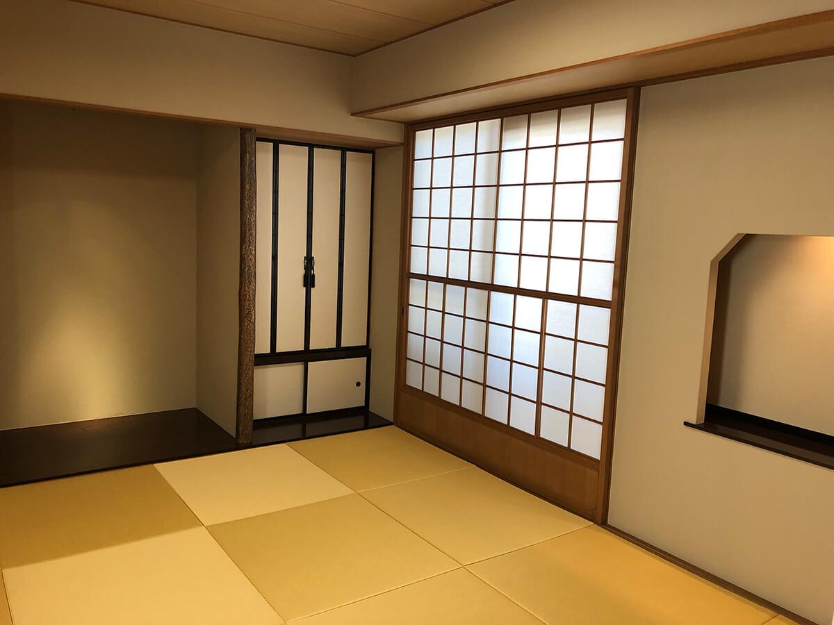 玄関横の和室、琉球畳です。