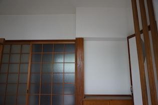 玄関に入ると正面に横広の和室が出迎えてくれます。