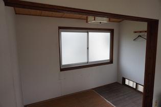 2階洋室の奥の小部屋は使い方次第で贅沢な空間になると思います。