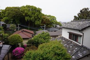 2階の洋室からは森の緑と市街地が遠くに見渡せ、気持ちよい風を感じることができます。