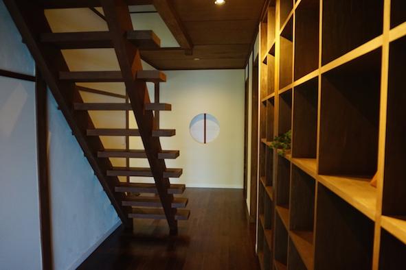 木のぬくもり感じるハイセンスな階段と収納。収納もたっぷり。