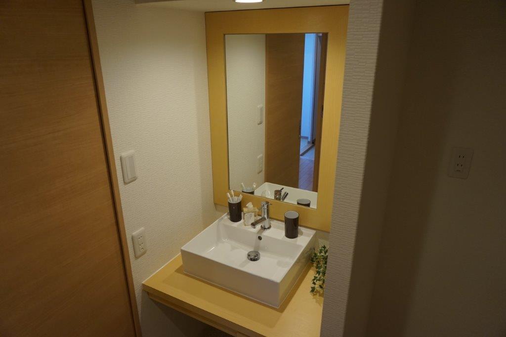 鏡と合わせた洗面台