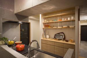 収納たっぷり、家事動線の良いのキッチン